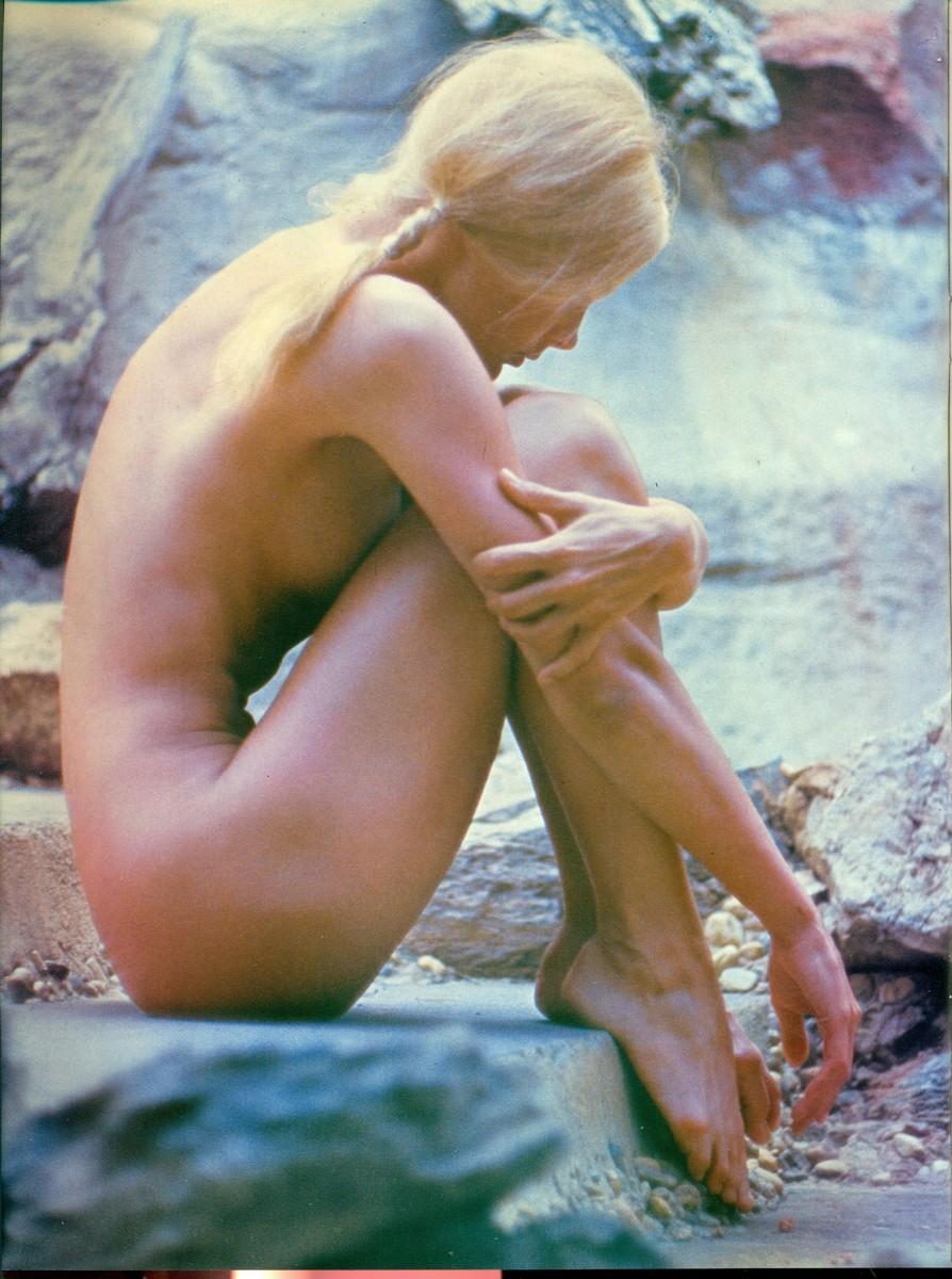 Linda Evans Nude Photos 76