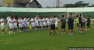Djanur Mundur, Asisten Pelatih Kembali Pimpin Latihan Persib Bandung