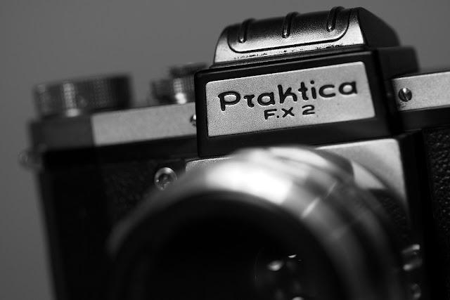 Praktica F.X 2 + Carl Zeiss Tessar 50mm F/2.8-16 - RECENZJA
