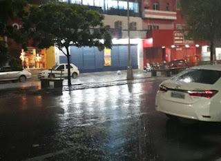 Forte chuva deixa ruas de Patos totalmente alagadas; assista vídeo