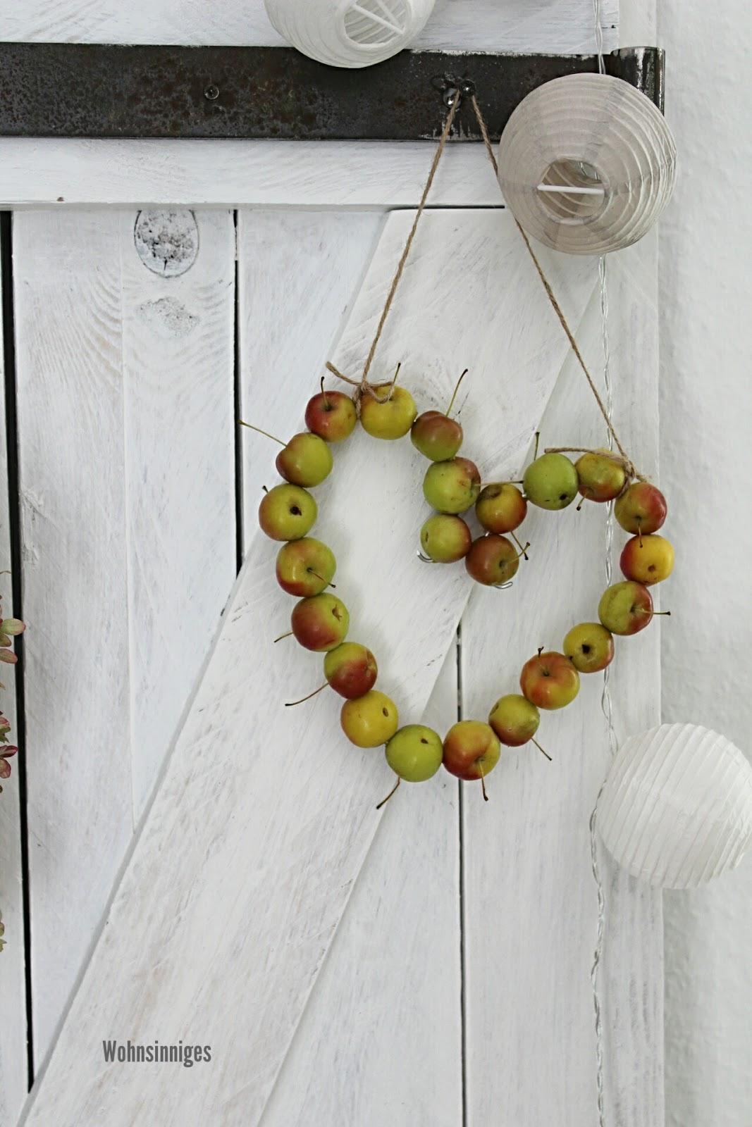 Schon Unser Zierapfelbäumchen Hatte Soooo Viele Äpfel Dran, Da Mussten Unbedingt  Welche Geerntet Werden : ) So Entstand Das Apfelherzchen : ))