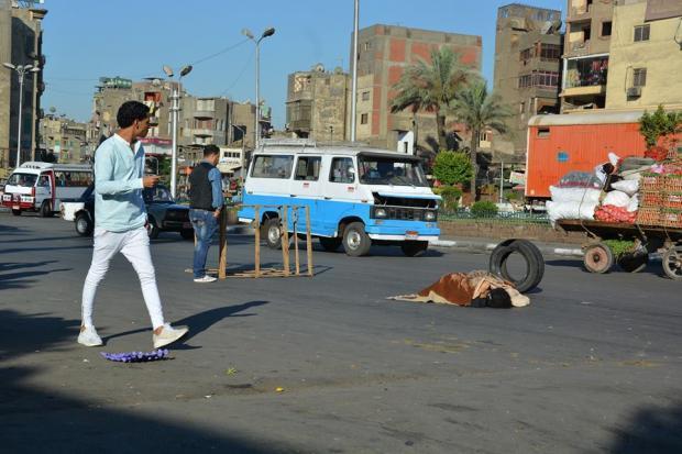 فتاة عارية في وسط شارع  ميدان باب الشعرية