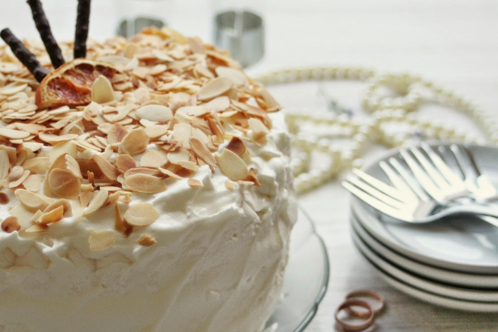 prezent z okazji urodzenia dziecka - tort