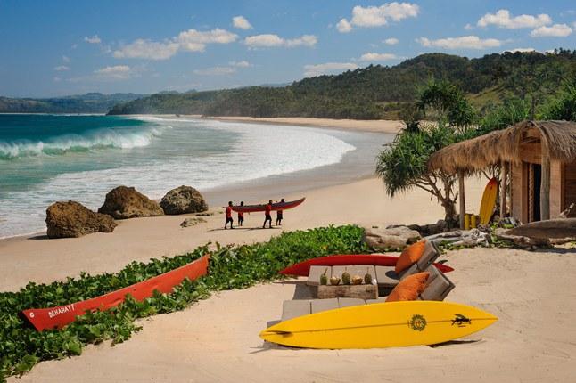 Pantai Nihiwatu lokasi Surfing terbaik Indonesia