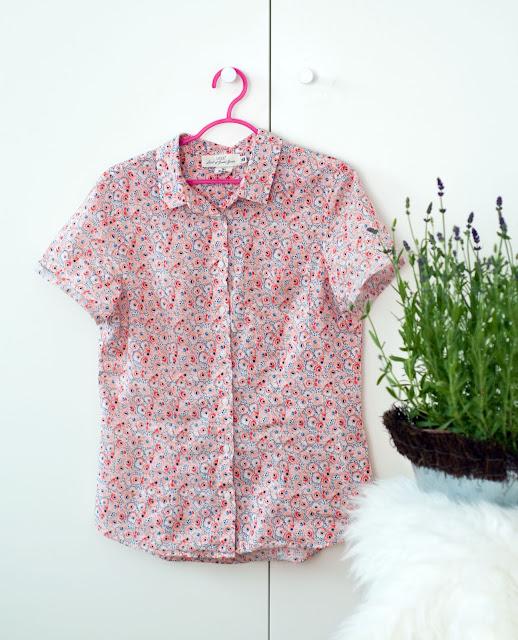 koszulka w różowe kwiaty z H&M bawełna