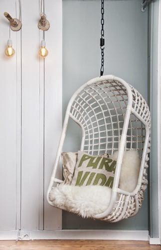 Hangstoel Ophangen Aan Plafond.Hangstoel Buiten Ophangen Een Ode Aan De Hangende Stoel