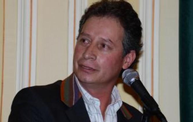 No es abogado: Se complica la situación de Navarro por manejo de título