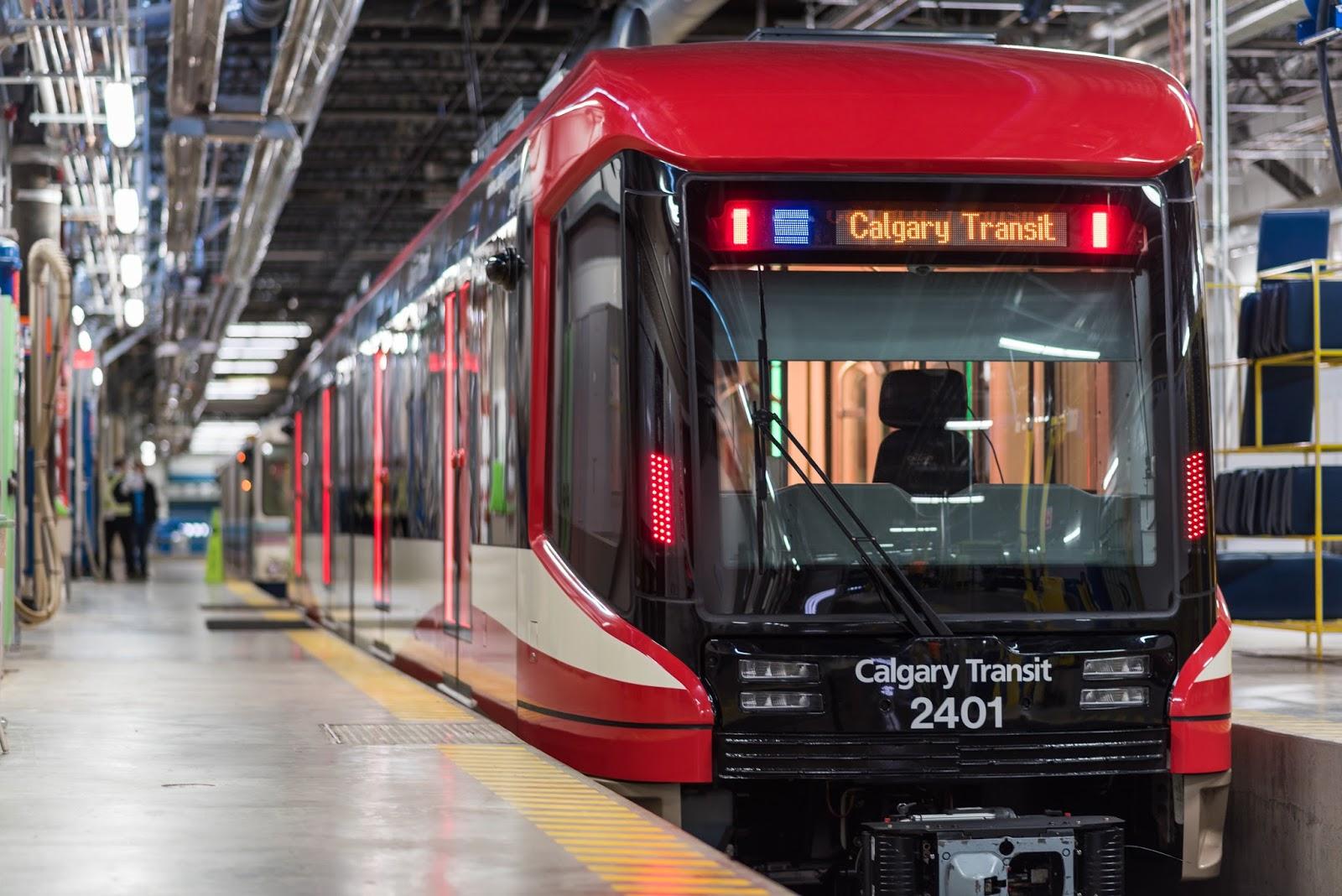 """""""The Mask"""" - nowy pociąg dla kolei miejskiej w Calgary, którego design zainspirowany jest kaskiem bramkarza hokejowego"""