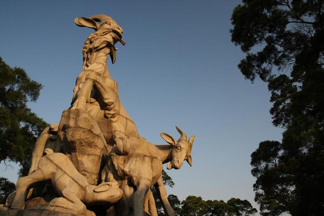 Five Lambs Statue - Paket Tour 7H5M Hongkong Pearl River Delta 16 Nov 2018 - ZH - Salika Travel