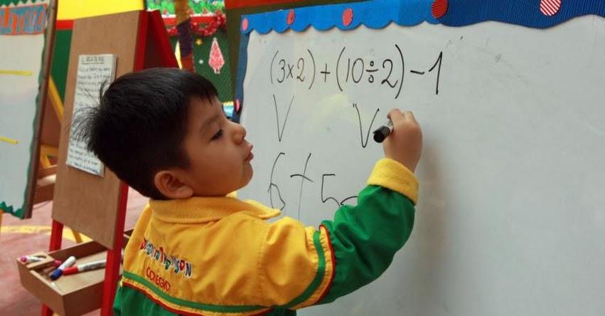 Niño de 3 años sorprende con habilidades para matemática, lectura, inglés y música
