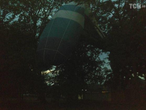 У Кіровоградській області вітер заніс на дерева повітряну кулю разом із людьми