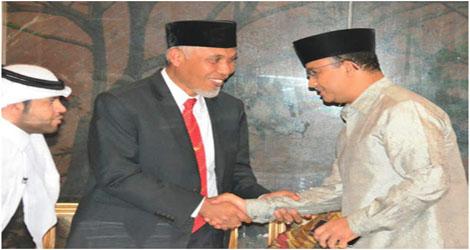 """Walikota Padang Terima """"Lencana Emas Bhakti Tani Nelayan Andalan 2017"""""""
