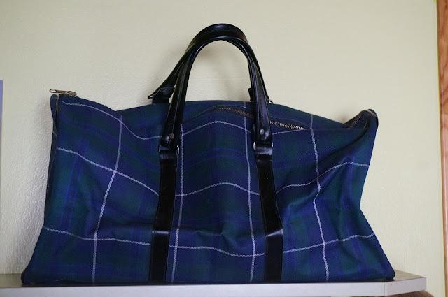 un sac écossais que je ne pouvais pas laisser   vintage plaid travel bag