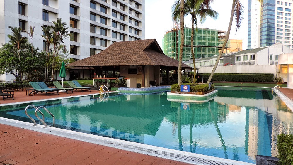 The filipino traveler review hilton kuching - Hilton swimming pool ...