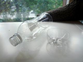 Procedimiento para realizar maceteros ecológicos y colgantes con envases de leche para interiores