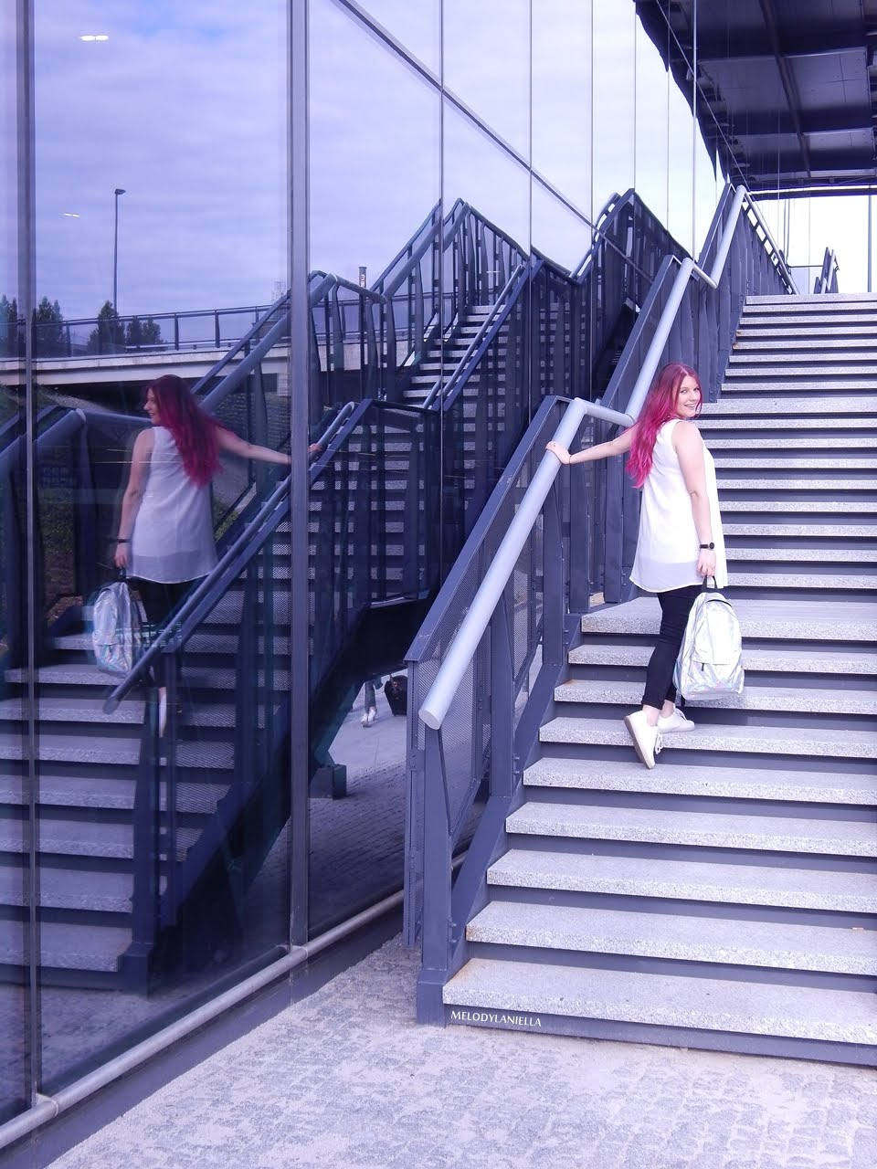 6 holograficzny plecak betterlook.pl farby venita różowe włosy jak pofarbować włosy kolorowe włosy ombre pink hair paul rich watches zegarek czarne jeansy z dziurami modna polka lookbook