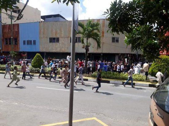 Ambon Pecah! Prabowo Dikepung Massa
