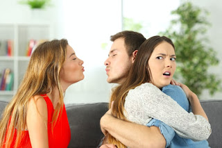[FACTS] Ways To Tell If Your Man Is Lured to Another Woman