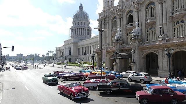Havanna, Kuba - Straßenkreuzer und Capitol