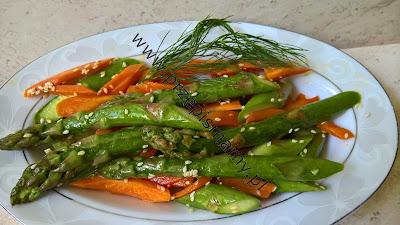 Smażone szparagi z marchewką