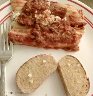 garlic bread and manacotti