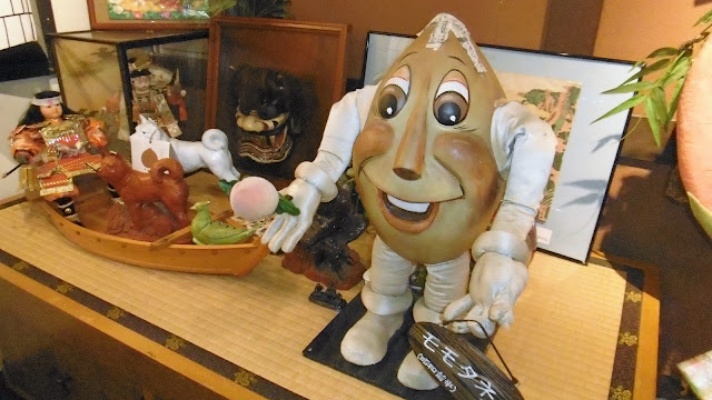 岡山県の倉敷美観地区にある、桃太郎のからくり博物館のモモダネ君