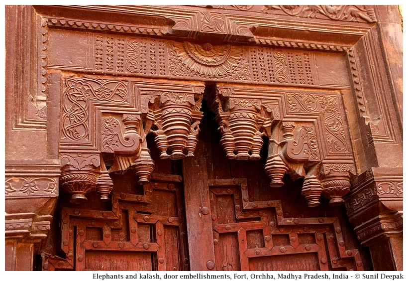 Sculpted door-beams, Jahangir Mahal, Orchha fort, Madhya Pradesh, India - Images by Sunil Deepak