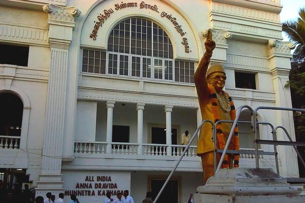 'கவுன்சிலர் சீட் ரூ.40 லட்சம்':கல்லா கட்டிய அதிமுக மாவட்ட செயலாளர்கள்!