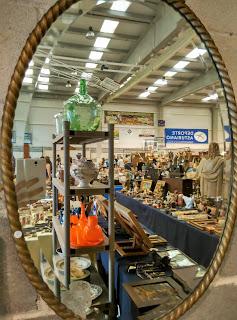 antiguo espejo en el desembalaje de arriondas