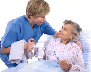Lưu ý chăm sóc sức khỏe người cao tuổi  khi trời chuyển lạnh Can-trong-voi-benh-viem-phoi-nguoi-gia-mua-dong1