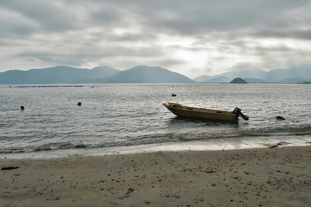 Praia do Oeste, na trilha das 7 praias desertas de Ubatuba