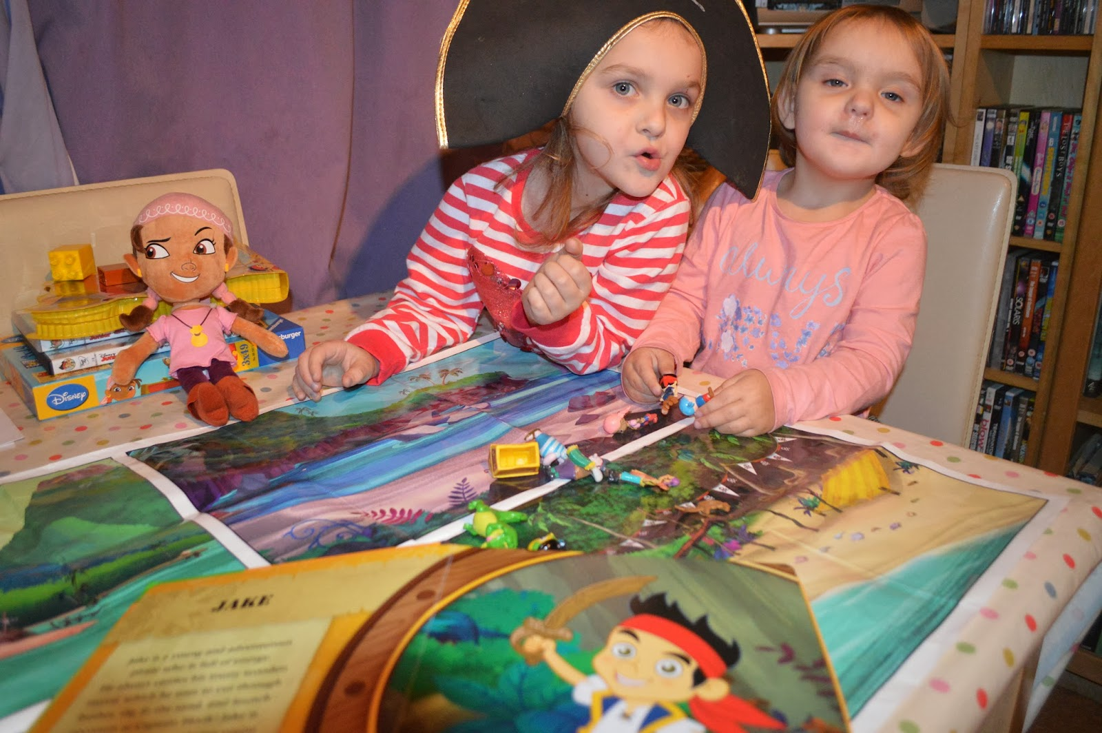 , Jake and the Neverland Pirates Play Night : Living Arrows