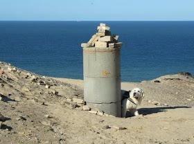 Eine Welt aus Sand: Der Leuchtturm von Rubjerg Knude. Die Gebäude des Leuchtturmwärters liegen in Trümmern und unter der Düne begraben.