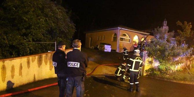 Vandalisme Bernada Kebencian Sasar 3 Masjid di Inggris