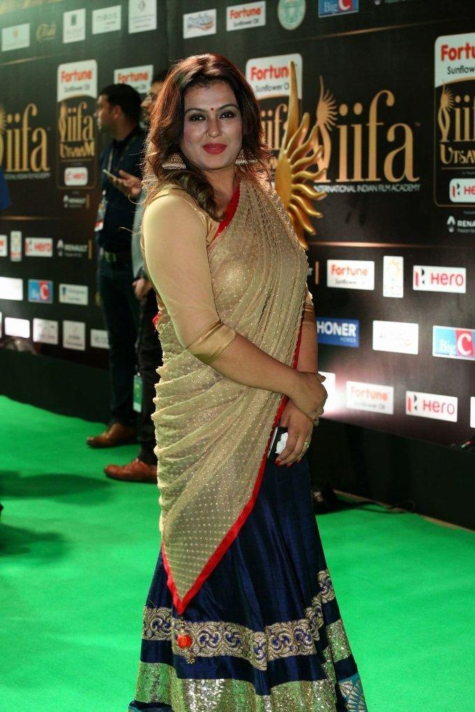 Telugu Actress Sona Stills In Blue Saree At IIfa Awards 2017