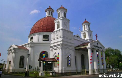 Gereja Blenduk Salah satu bangunan di Kota Lama