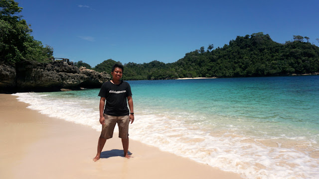 Foto di Pantai Tiga Warna Malang