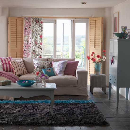 Evinizin tamamnda ferah ve havadar bir ortam yaratmak iin duvarlar ak renklerle boyayabilirsiniz