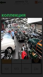 В ангаре находится большая коллекция старинных автомобилей