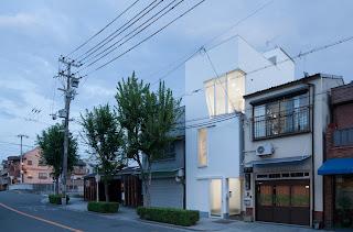 Casa en Tamatsu / Ido Kenji