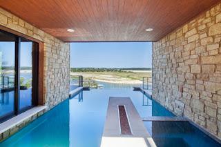 kolam renang batu alam mewah