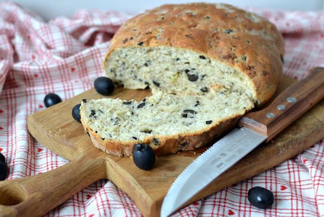 chleb%2Bz%2Boliwkami Chleb z czarnymi oliwkami
