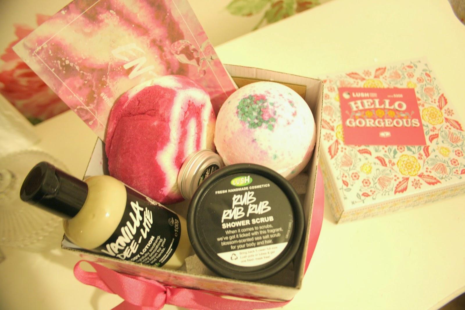 Girlsgotaface: REVIEW | Lush Hello Gorgeous Gift Box