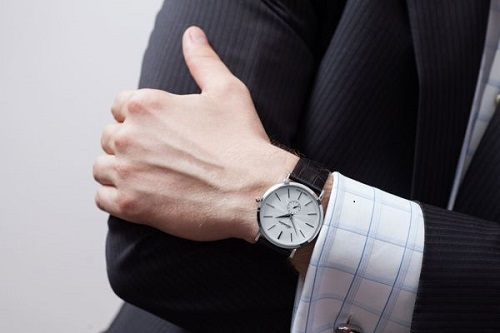 Toàn quốc - Bí quyết chọn đồng hồ đeo tay phù hợp với nam giới C%25C3%25A1ch%2Bch%25E1%25BB%258Dn%2B%25C4%2591%25E1%25BB%2593ng%2Bh%25E1%25BB%2593%2B%25C4%2591eo%2Btay%2Bcho%2Bnam%2B2