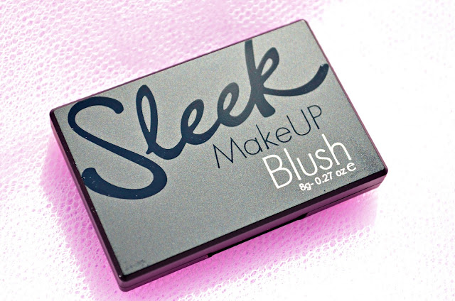 Image of the closed powder blush compact
