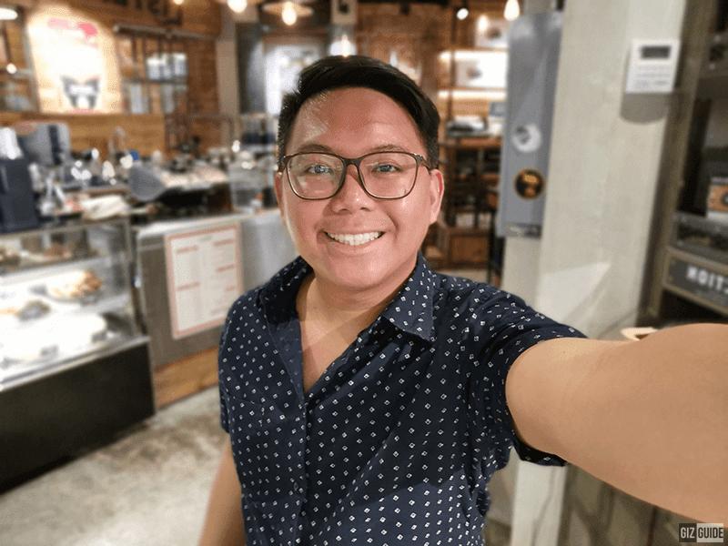 P30 Pro indoor selfie bokeh