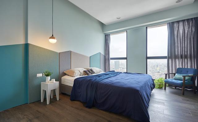 dormitor cu panouri colorate