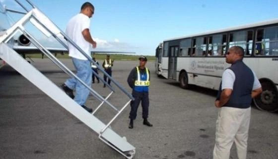 Alrededor de 168 dominicanos han sido extraditados a los Estados Unidos y Puerto Rico en los últimos cinco años, la mayoría de ellos reclamados por su supuesta vinculación a bandas internacionales de traficantes de drogas y lavado de dinero.