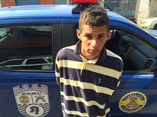 ROMU de Carapicuíba detém traficante pela favela do Dema