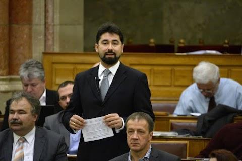Hidvéghi: a DK nekiment a magyar embereknek, mert nem akarnak migránsokat